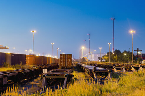 Germany, Hamburg, railway yard, freight train in the evening light - MS004289