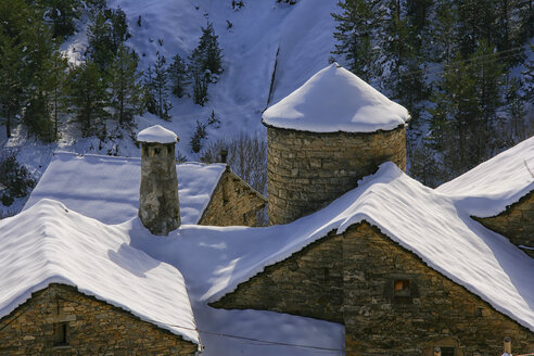 Spain, Province of Huesca, mountain village Fanlo in winter - DSGF000431