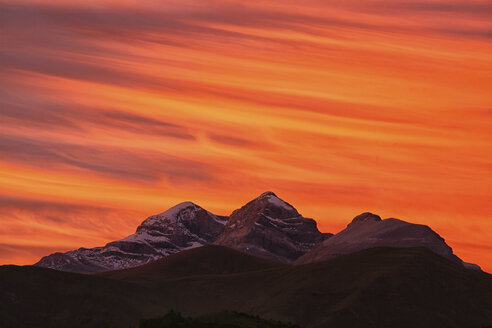 Spain, Ordesa National Park, Monte Perdido massif at sunset - DSGF000535