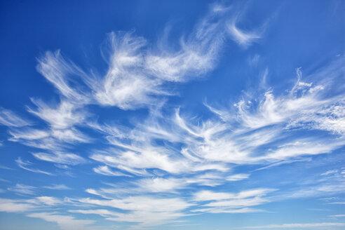Portugal, Cirrus clouds in blue sky - DSGF000846