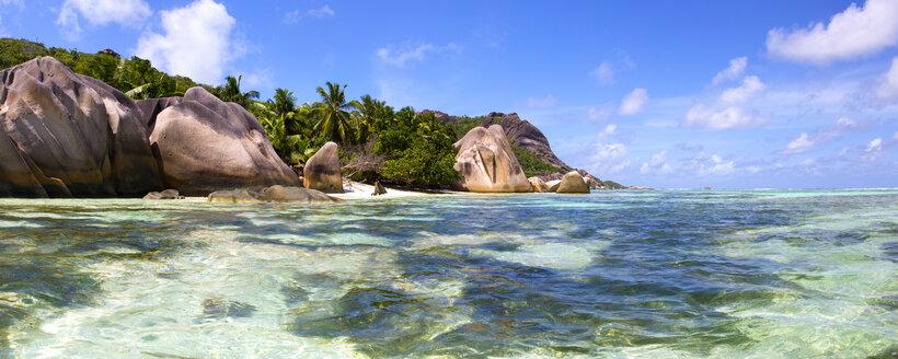 Seychelles, La Digue Island, rocky coast - ROMF000021