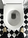 Man#s legs in bathroom - DRF001148