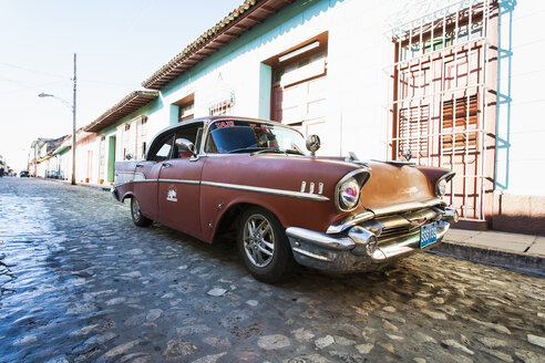 Cuba, parking red vintage car on a road - NN000041