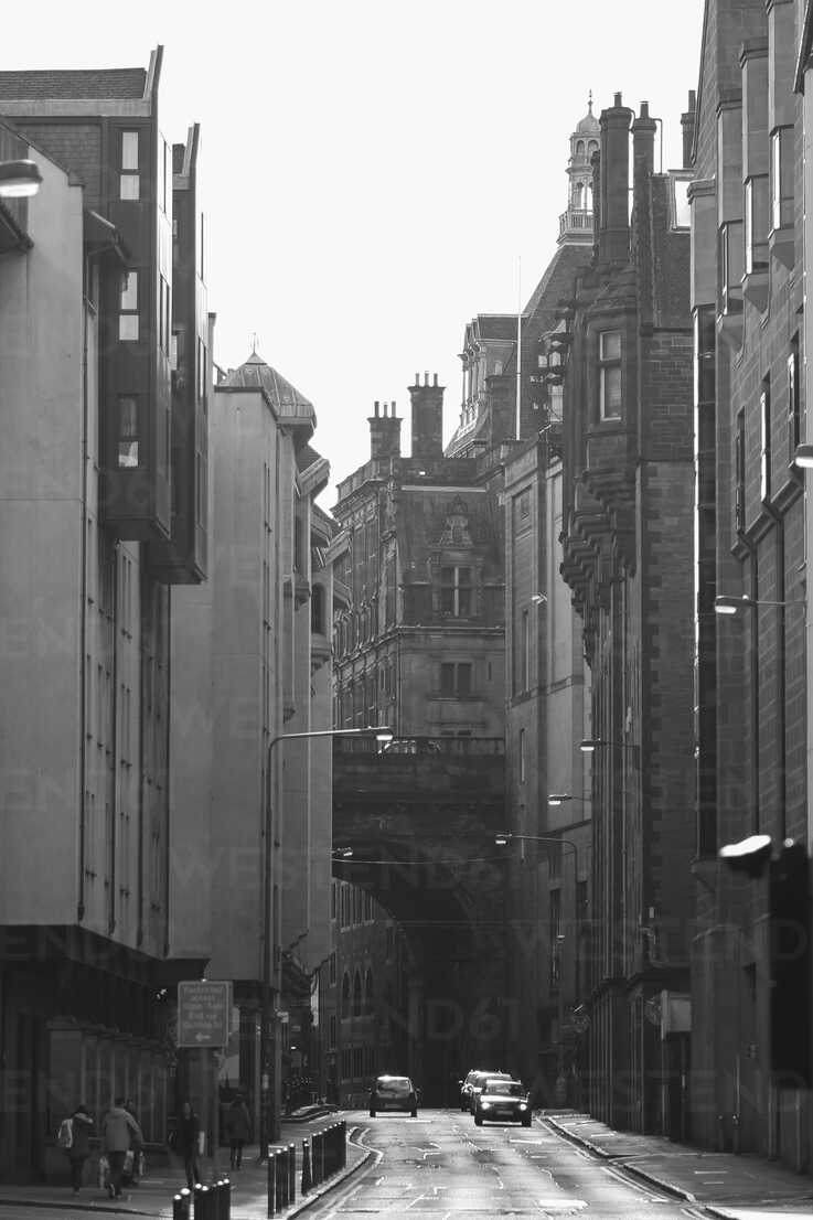 UK, Scotland, Edinburgh, street and old buildings - DLF000020 - dl-photo/Westend61