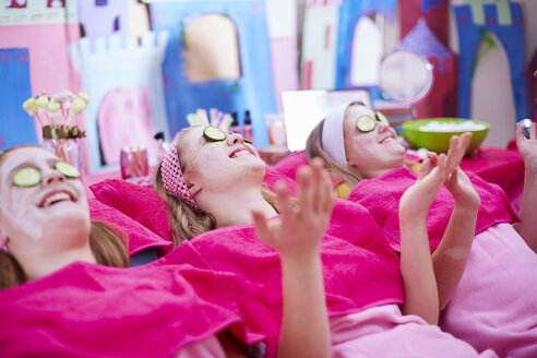 Girls on a beauty farm with cucumber facial masks - ZEF001386