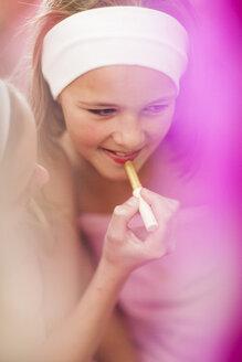 Girl on a beauty farm applying lipstick - ZEF001401