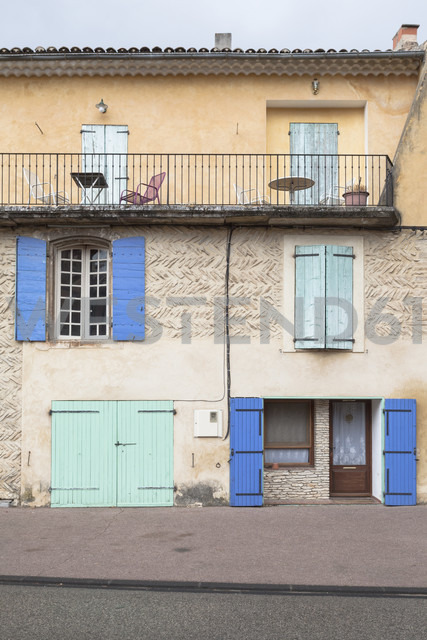 France, Villes-sur-Auzon, old house with terrace - MKL000034
