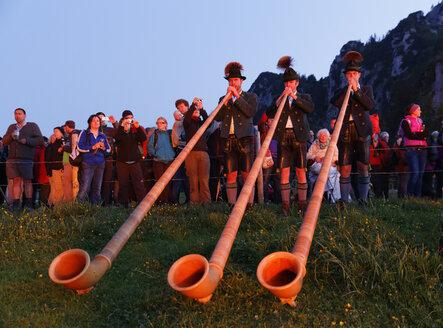 Germany, Bavaria, Upper Bavaria, Chiemgau Alps, Kampenwand, Midsummer Festival, Alphorn blowers - SIE006097
