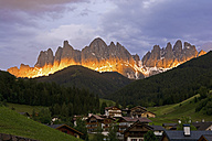Italy, Trentino-Alto Adige, Villnoess Valley, View to St. Magdalena in front of Geisler group in the evening light - UMF000733
