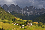 Italy, South Tyrol, Vilnoess Valley, View to Church of St. Magdalena, Sass Rigais and Geisler group in the background - UMF000737