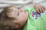 Portrait of sleeping baby girl - SHKF000014