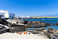Spain, Canary Islands, Lanzarote, Punta Mujeres, Fishing village Arrieta and beach - AM002951