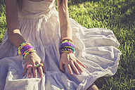 Little girl wearing loom bracelets and rings - SARF000921