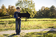 Boy holding black arrow - SARF000913