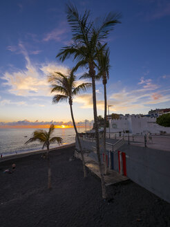 Spain, Canary Islands, La Palma, Puerto Naos, Beach at sunset - AM002972