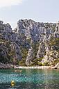 France, Provence-Alpes-Cote d'Azur, Bouches-du-Rhone, Mediterranean Sea, Calanque d'En-Vau near Cassis, Les Calanques, Beach and canoe - WDF002640
