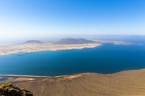 Spain, Canary Islands, Lanzarote, view on Island La Graciosa from Mirador del Rio - AMF002989