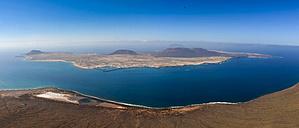 Spain, Canary Islands, Lanzarote, view on Island La Graciosa from Mirador del Rio - AMF002988
