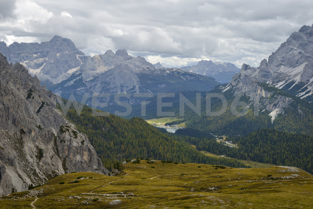 Italy, Veneto, Dolomites, Mountain scenery at the Tre Cime di Lavaredo area - RJF000321 - Roy Jankowski/Westend61