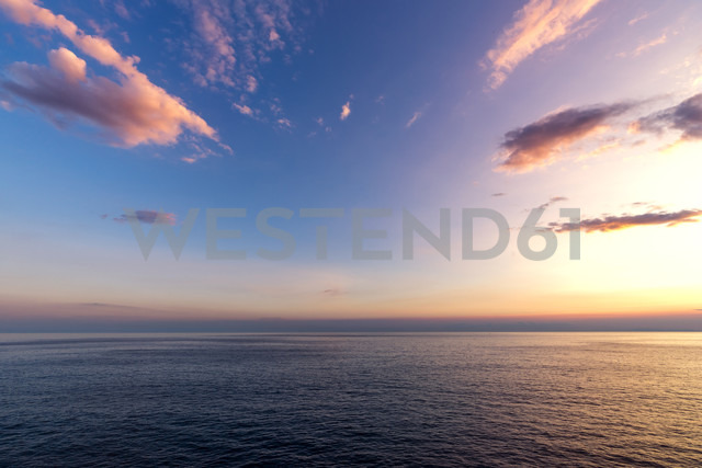 Italy, Liguria, Cinque Terre, Ligurian Sea at sunset - PUF000103 - pure.passion.photography/Westend61