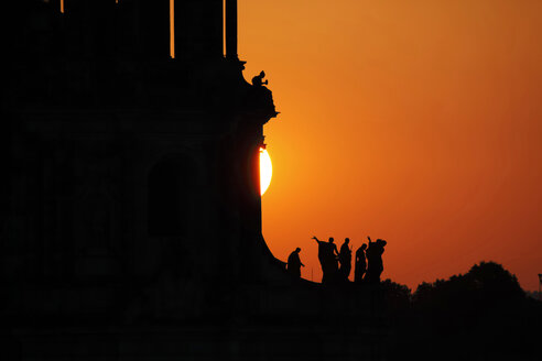 Germany, Saxony, Dresden, silhouettes of sculptures of court church at sunset - JTF000585