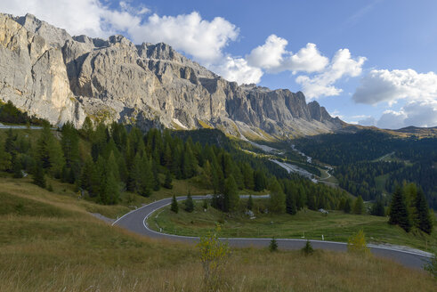 Italy, South Tyrol, Dolomites, Gardena pass with Langkofel in the morning - RJF000336
