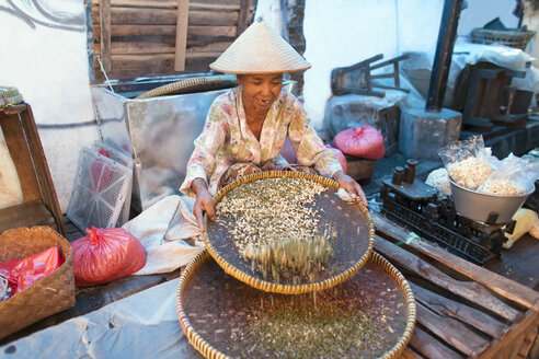 Indonesia, Java, woman working in market - NNF000060