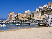 Italy, Sicily, Province of Trapani, Fishing village Castellammare del Golfo, Beach and harbour - AMF003020