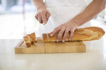 Cutting baguette - ZEF007960