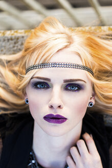 Portrait of rouged blond woman with hair-band - DAWF000237