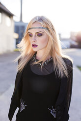 Portrait of rouged blond woman with hair-band wearing black clothes - DAWF000241