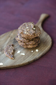 Stack of chocolate flapjacks on wooden board and cloth - MYF000651