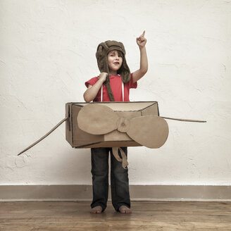 Little boy playing with pilot hat and cardboard box aeroplane - MMFF000404