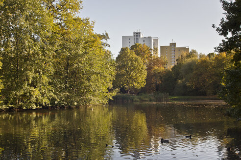 Germany, Saxony, Leipzig, Johannapark and pond in autumn - MEL000039