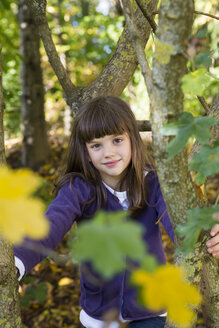 Portrait of girl in autumnal forest - LVF002078