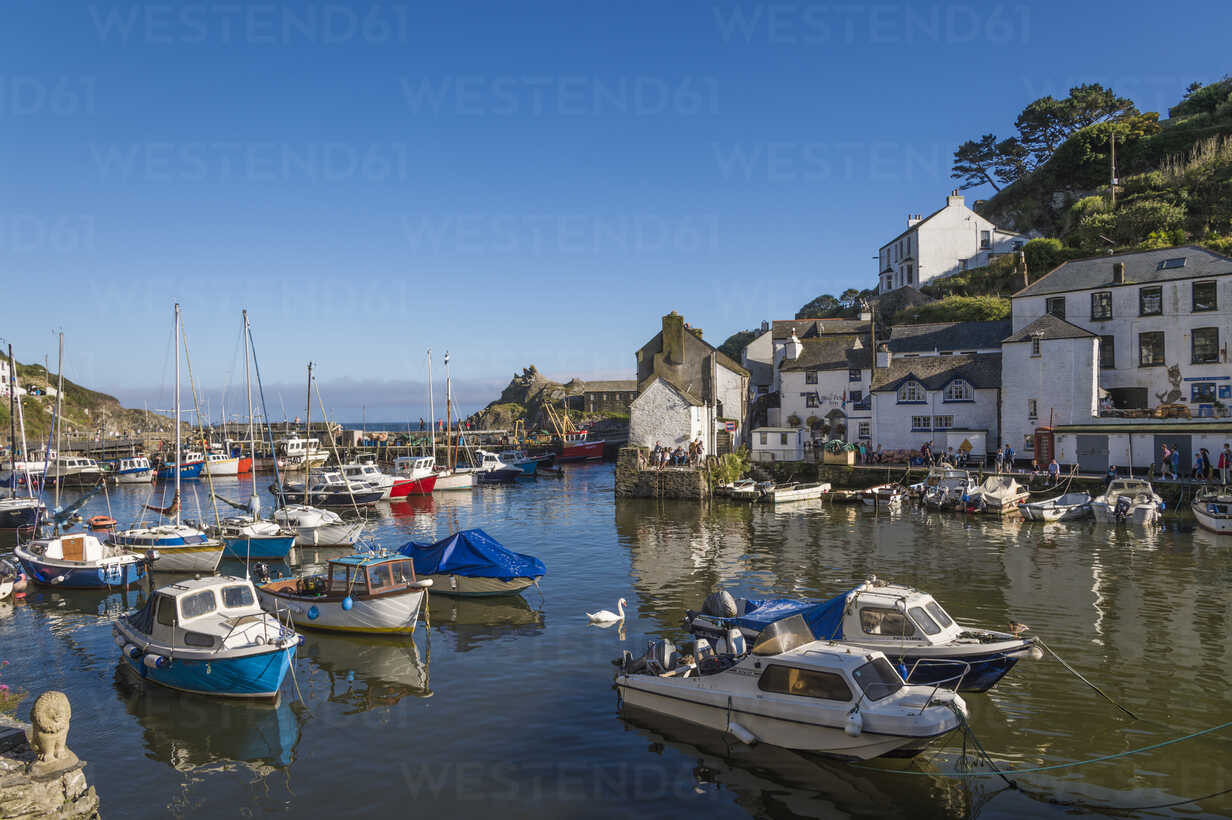 UK, Cornwall, Polperro, fishing boats in harbor - FRF000035 - Frank Röder/Westend61