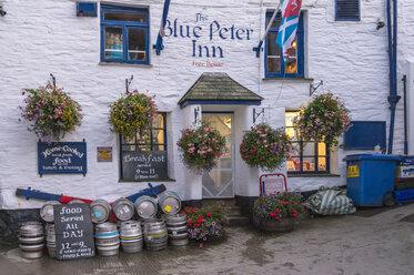 UK, Cornwall, Polperro, restaurant at fishing harbor - FR000048