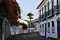 Brazil, Rio de Janeiro state, Paraty, alley in historical old town - FLK000528