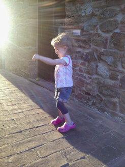 dancing little girl - GSF000907