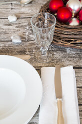 Laid table with Christmas decoration - LVF002146