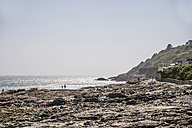 UK, Cornwall, Mousehole, rocky coast at lowtide - FRF000046