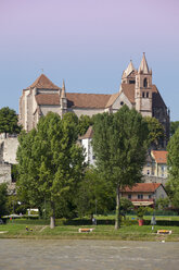 Germany, Baden-Wuerttemberg, Breisach, Upper Rhine river, View to Breisach Minster - WIF001135