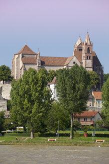 Germany, Baden-Wuerttemberg, Breisach, Upper Rhine river, View to Breisach Minster - WIF001135