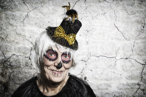Portrait of senior woman with sugar skull make-up and fancy hat - STB000200