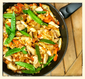 Vegetable stir-fry with chicken - CSF023144