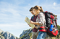 Austria, Tyrol, Tannheimer Tal, young hikers looking at map - UUF002413