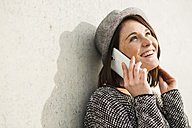 Smiling young woman on cell phone - UUF002524