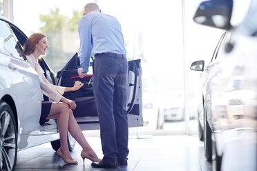 Car dealer talking to client - ZEF002051