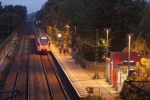 Germany, North Rhine-Westphalia, Kamen, Methler, Railway station of Deutsche Bahn, Eurobahn arriving - WI001142