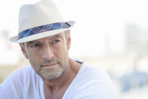 Portrait of mature man with stubble wearing summer hat - GUFF000048